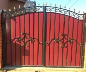 Покрашенные ворота
