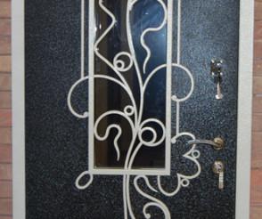 Порошковаяя покраска декорированной двери со стеклянным элементом